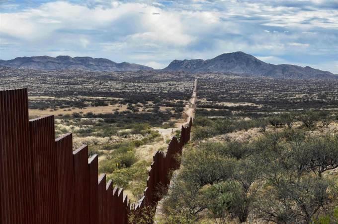 170126-mexico-us-border-wall-1214p_b70d64f76c9ced7e1290cdbc853a4d16.nbcnews-ux-2880-1000